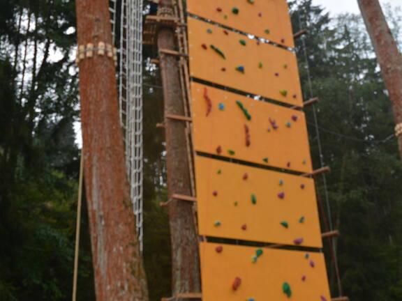 Zavěšená lezecká stěna